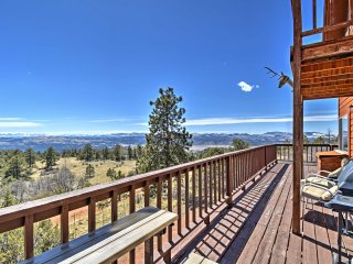 1BR+Loft Cripple Creek Area Cabin w/ Deck & Views!