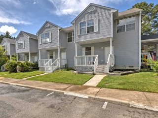 New! Pristine 3BR Williamsburg Townhome w/ Porch!