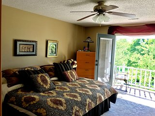 Sam's Mansion - Cleopatra's Balconey Room $97, Bentonville