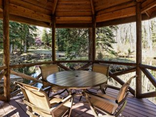 Secluded 8 Acres, Fish in Private Trout Pond, Hot Tub, Fire-Pit, Yet only 15 Min