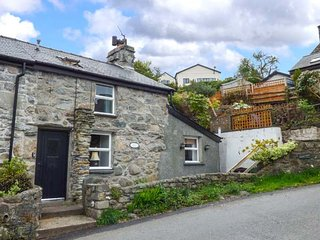 CASTELL CRIWS delightful cottage, woodburning stove, WiFi, in Harlech, Ref
