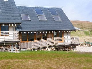 SKIPAFLOTTA, two bedroom, remote, wood-burning stove, local beaches, loch, near
