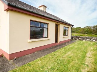SRUTHAN BEAG, detached house, woodburning fire, ideal for couples, coastal
