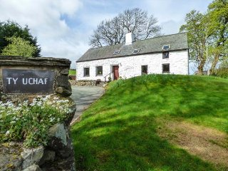 TY UCHAF, fantastic views, woodburner, two bedrooms, garden, in Llangwn near, Maerdy
