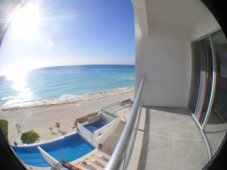 km 9.5 good  Cancun Heart  Beach Front 500SQF