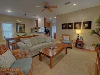 Pretty SEASIDE beach cottage 3Bed 3Bath 5 min walk to beach from $115/night, Seagrove Beach