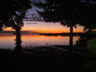 LOVELY LARGE WATERFRONT HOME, BEST VIEW,  BEACH WALKS TO RESTAURANTS & PARK, Parksville
