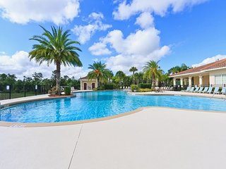 2733OD. Beautiful 3 Bedroom Lake View Condo in Oakwater Gated Resort