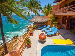 6 BR Stunning ocean front house in Conchas Chinas