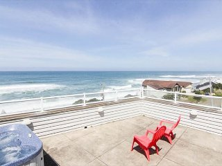 Beautiful OceanView Home with Hot Tub Just South of Lincoln City, Depoe Bay