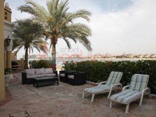 Palm Jumeirah Four Bedrooms Beach Villa
