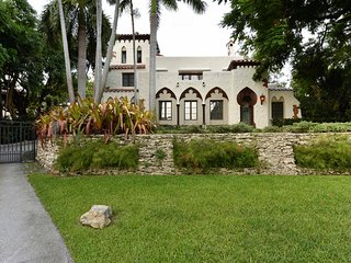 Exotic Moorish 6 bdr Villa W/Pool