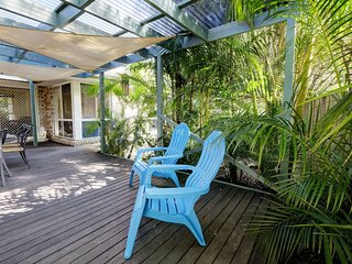 FRANGIPANI BEACH HOUSE - PET FRIENDLY  22 Belbourie Cres Boomerang Beach