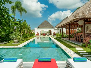 PROMO 10-19 JULY OBEROI 6 BR LUXURY VILLA FULLY STAFFED + 20M POOL