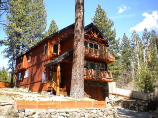 Upscale Tahoe Cabin that's Roomy Enough for the Whole Group!