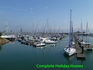 Harbour View 4 - a 4 bedroom apartment 2 mins from local marinas + harbour