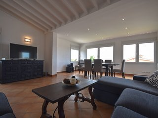 New renovated house only 20 m from the beach, Elviria