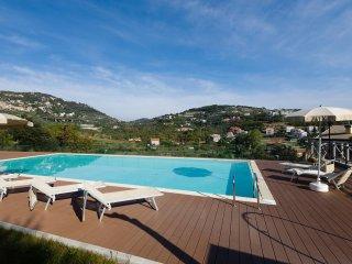 Topazio, a Pietra Ligure, con giardino, piscine e spa