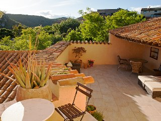 An authentic medi-eval cottage with 3 bedrooms and a huge sunny terrace