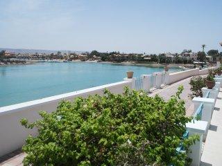 Spacious 5 Bedrooms Hill Villa Beachfront Sleeps 10 People, El Gouna