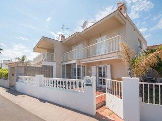 126B - Preciosa casa en 1º línea de mar
