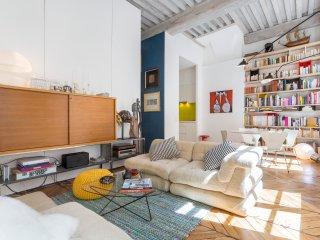 Polycarpe - meublé proche Terreaux - plafond à la française, art et design