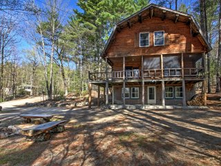 'Treehouse' Rustic Madison Cabin w/Game Room, Deck
