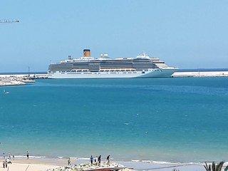 Location Appart Haut Standing face Mer sans vis a vis sur la corniche de Tanger.