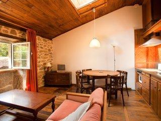 Casa con 4 apartamentos (6 personas cada uno ) y zona común para grupos