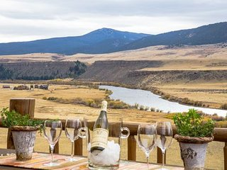 Wonderful House with Huge Views/Access to the Madison River 4+4 & Family Rm