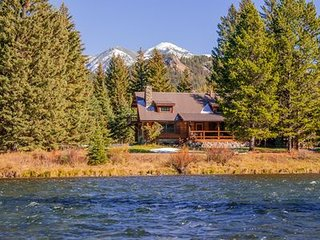 Very Private European Style Cabin Steps to the Madison River