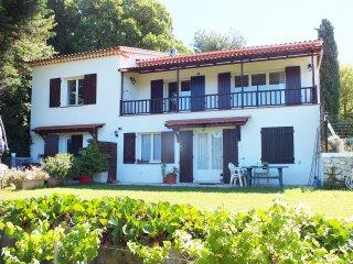 Appartement premier etage villa (location au mois)