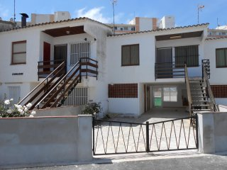 Ref 159.- Bungalow para 5 personas, cerca de la playa y con parking privado.