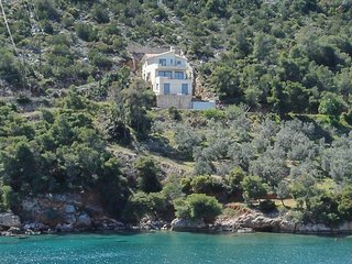 Seafront Private Villa with Stunning View!, Sofiko