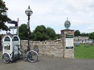BRENDON, king-size en-suite, off road parking, Wifi, Malvern, Ref 948077