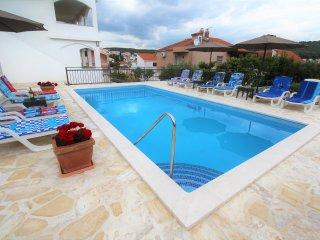Charming Villa Mendula with pool and garden