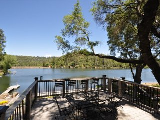 Luxury Lakefront 3MasterSuites WIFI  Dock Canoe Paddleboat Gameroom NearYosemite