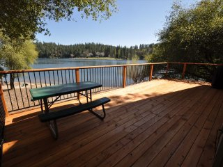 Lakefront adjacent to Dunn Court Beach Gorgeous View WIFI Near Yosemite