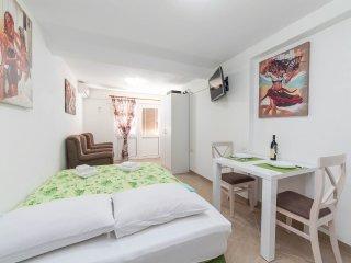 Apartments Delac - Studio with Garden, Dobrota