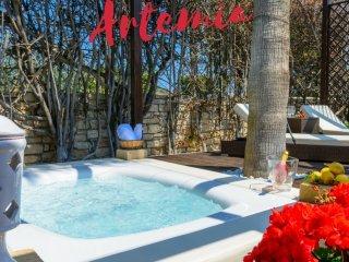 Affascinante Villa Artemia con Jacuzzi sul mare a Trani