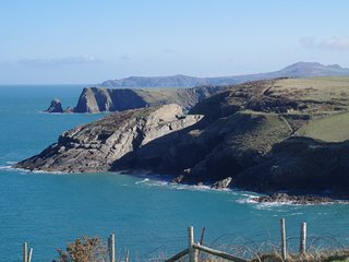 5 minutes walk from the coast path