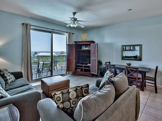 One Bedroom With Gulf Views. Private Parking Spot in Private Garage!
