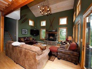 Luxury Home on Creek - Pool Table/Hot Tub/Fire Pit/Kid Playroom