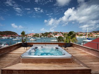 Villa Rive Gauche, a few steps from the Marina in Gustavia.