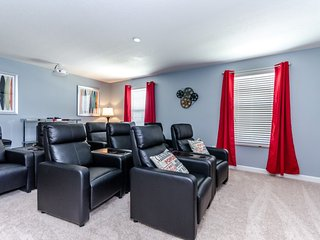 Champions Gate 8 Bed With Movie Theater Room!