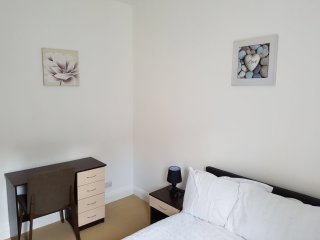 Two bed Serviced Accommodation, Luton