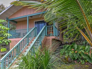 NEW! Kona Studio Cottage w/Ocean Views & Lanai
