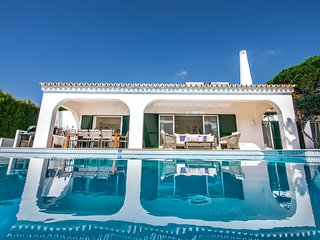 Villa Bougainvillea (between Vale Do Lobo and Quinta)