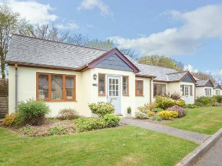 LILYVALE, detached, ground floor, garden with furniture, on-site tennis, near Ca
