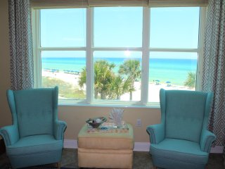 Aqua 201.  Gorgeous Updated Oceanfront Corner Unit.  1823 sq ft. Sleeps 10., Panama City Beach